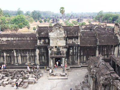 The Mysterious Smile of Khmer – The Masterpiece of Angkorian Architecture