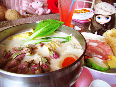 Shopping and Try Local Taiwanese Food in Tunghai Villa District