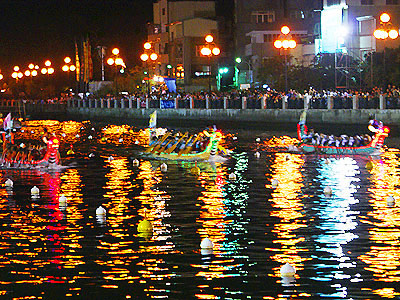 【Festival】Dragon Boat Contest at Nighttime in Tainan