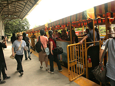 Appreciate the local cultures and take on a Wu-fen Cart (Taiwan Classic Railway Trip)