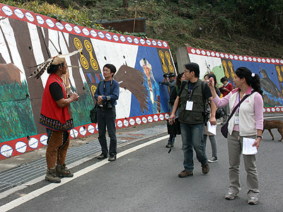 Go to find the fairy tales of Tsou (Alishan Tea Fields Trip)