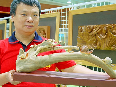 Guanyin Artist Lin Hsin-Lai Makes Craftwork with His Deft Fingers (Humanities)