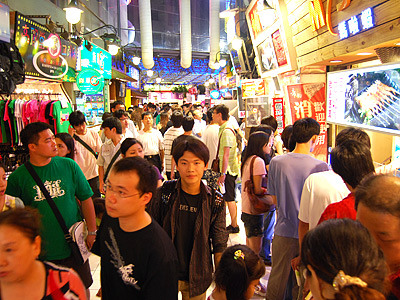 Must-eat, Must-buy and Must-see in Fengchia Night Market! (Night Market) - Part 1
