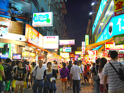 Let's Go On a Backpacking! – Taichung Night Markets Catfight!