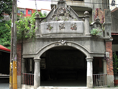 The only Remaining Simple Station in Jhudong – Baroque-style Hsiaojiang Pavilion