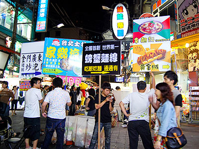 The Wonder of Hawkers Shouting in Fengchia Night Market