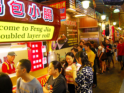 The Must-see Queuing Culture in Fengchia Night Market