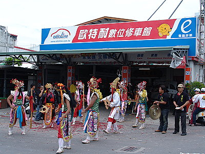 Taitung Lantern Festival – Head of the Parade Formation Sweeps House (Folkways)