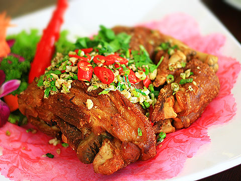 Flavorsome Pork Knuckles Gain Blessing for Your Parents