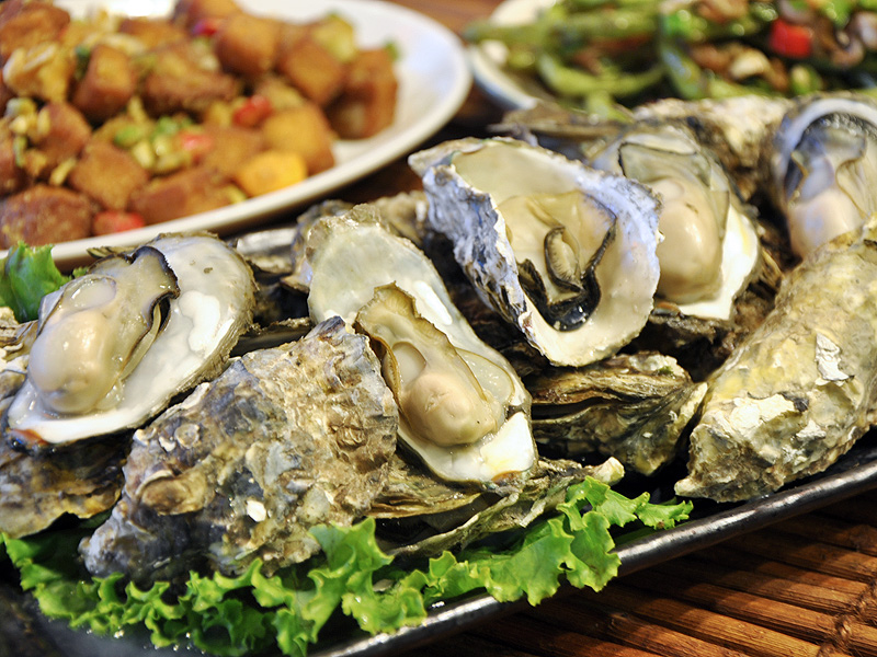 Half Price for Roast Oysters or NTD100 for a Jug of Beer at Izakaya in Kaohsiung Celebrating August