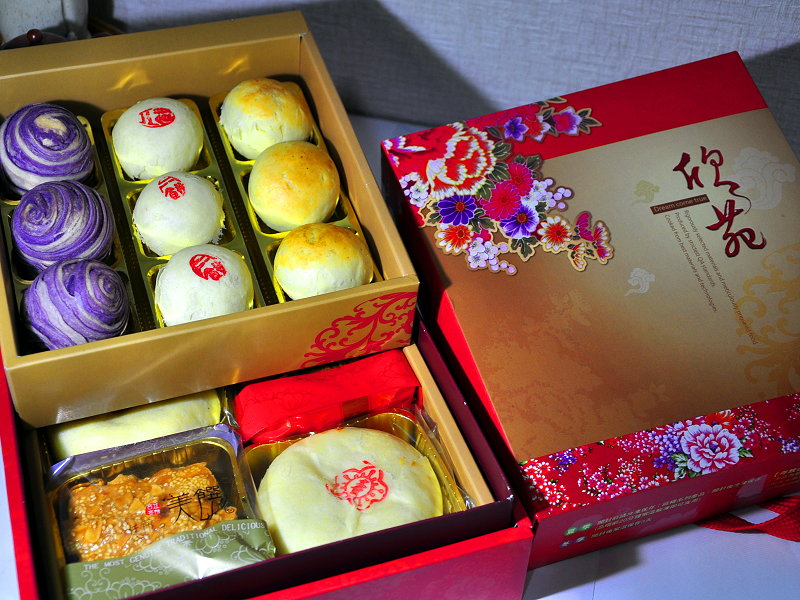 Special prices for traditional moon cake package