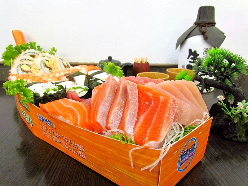 """Sushi Boat"" Takeaway in Tainan for the Moon Festival"