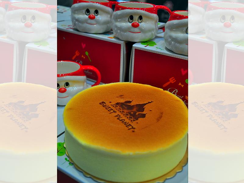 Planet Cheesecake – Only cost $199 and could gain a free Santa Claus coffee cup