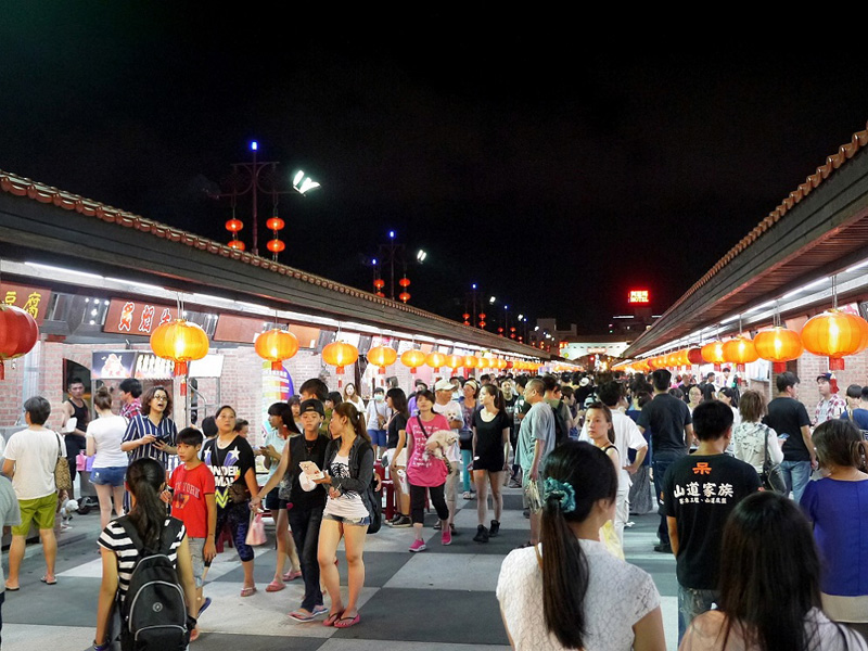 Explore Taiwan in Hualien Dongdamue Night Market